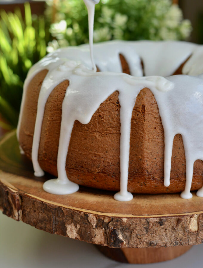 Easy and Quick Lemon Poppy Seed Cake. Light, fluffy with so much lemon flavor. Perfect for spring or summer!