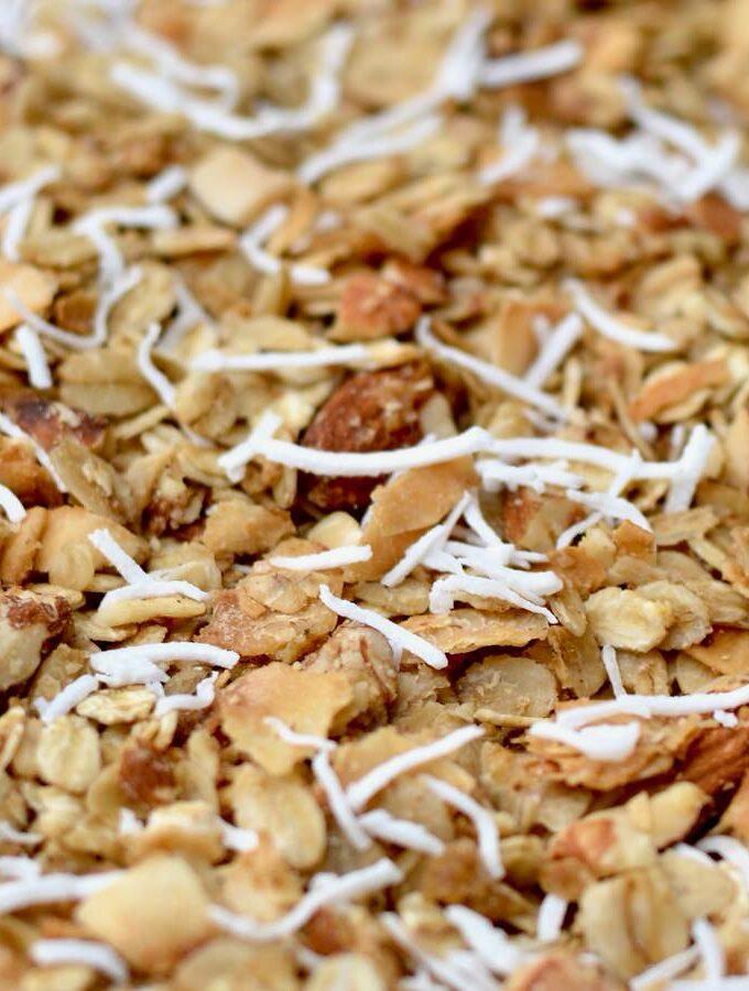 Granola with no refined sugar. Easy, crunchy and delicious!