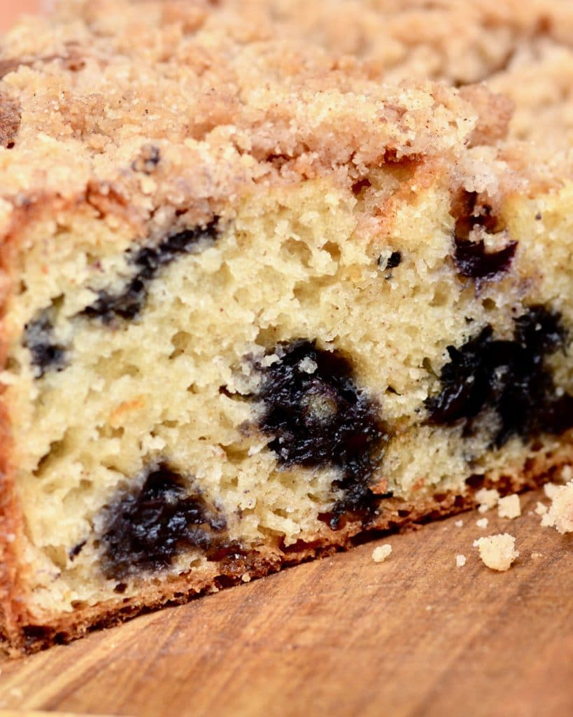 Blueberry Muffin Cake - Perfectly delicious and simple recipe! Goes great with an evening coffee for dessert, or as breakfast! Kids and adults will love it!