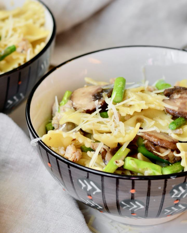 Asparagus Mushroom Turkey Sausage Bow Tie Pasta with Olive Oil and Parmesan | Simple recipe but so delicious