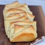 Easy pull apart dinner rolls | great for a weeknight meal or a family Thanksgiving meal.
