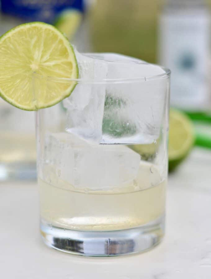Vodka Lime Tonic - Made with 4 simple ingredients and a quick stir and you've got yourself an amazingly simple and delicious cocktail. #cocktail #lime #agave