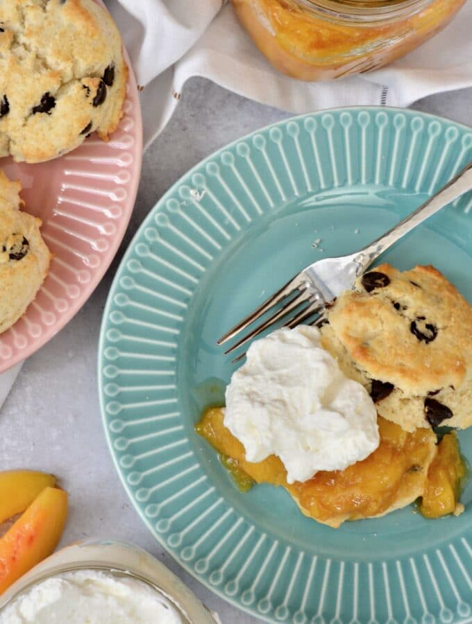 A twist on classic Peaches and Cream Shortbread with a splash of Breckenridge Gin. Tender and soft chocolate chip biscuits with homemade peach sauce and homemade whip cream. The BEST summer dessert!